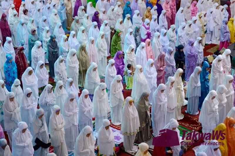 Получает ли женщина награду за коллективную молитву в мечети ?