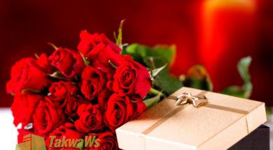 on-xochet-kazhdyj-god-delat-zhene-podarok-na-godovshhinu-ix-svadby