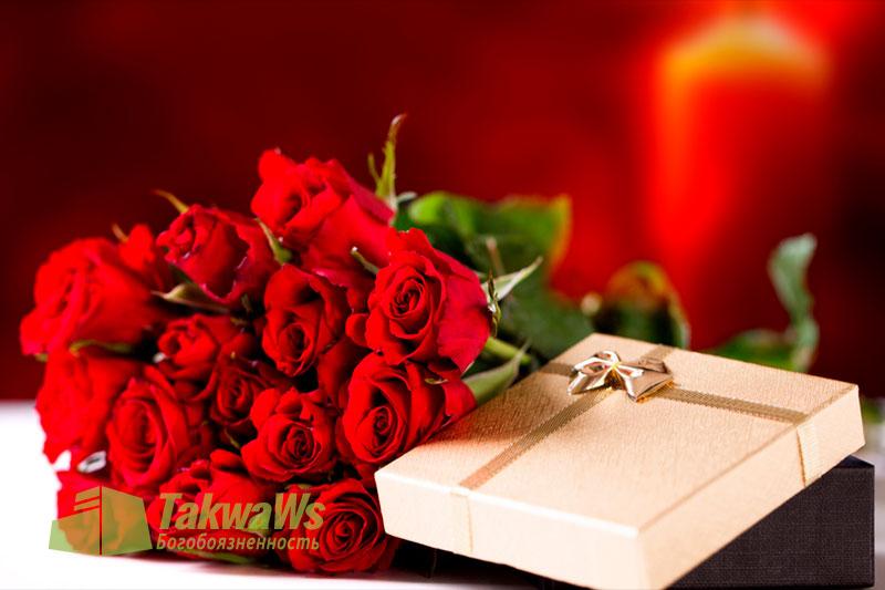 Он хочет каждый год делать жене подарок на годовщину их свадьбы